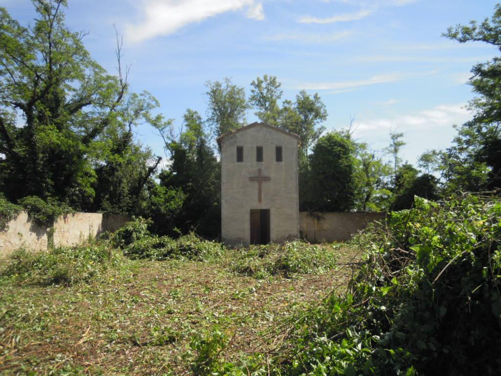 Il cimitero dopo la pulizia dei volontari delle Botteghe del Botteghino